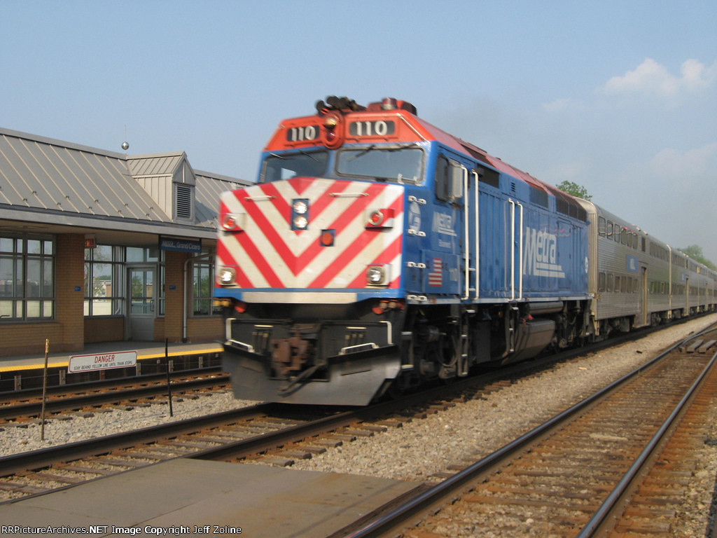 Metra MDW Train at the Grand/Cicero Station