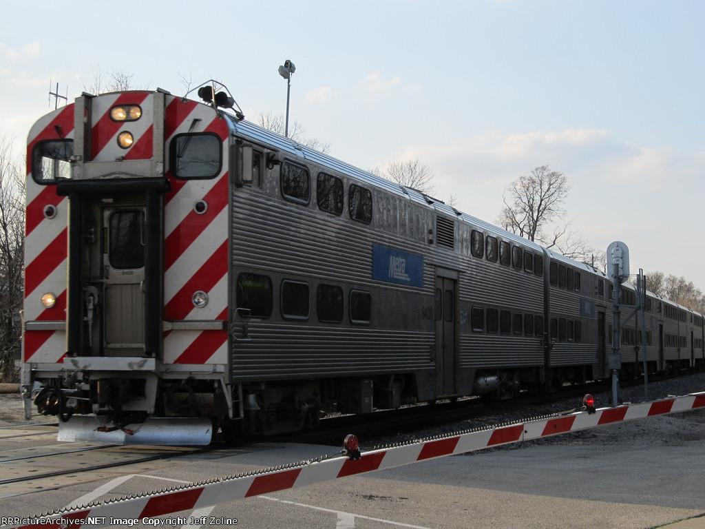 Metra UPN Train approaching Glencoe