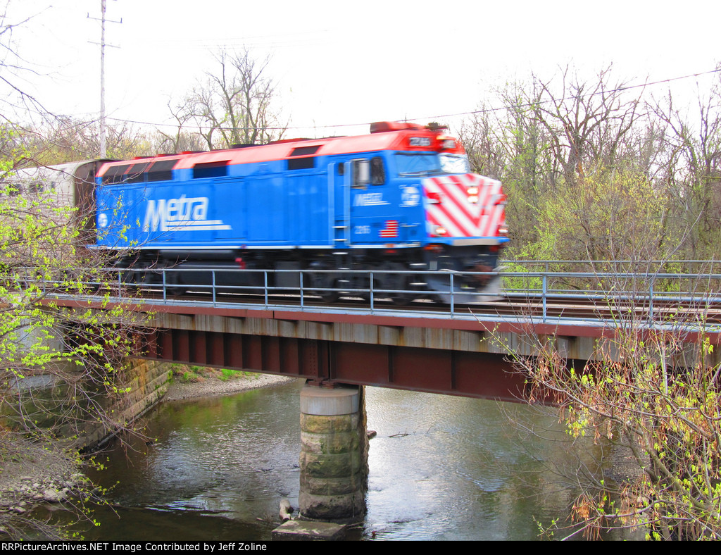 Metra MDN train crossing the North Branch of the Chicago River near Dempster Street