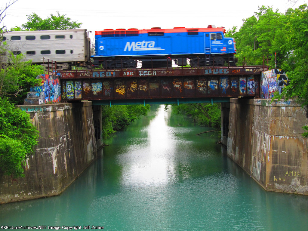 Metra UPN Train crossing the bridge over North Shore Channel of Chicago River