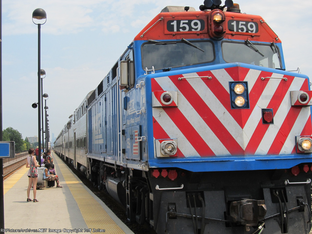 Metra UPW Train at Oak Park