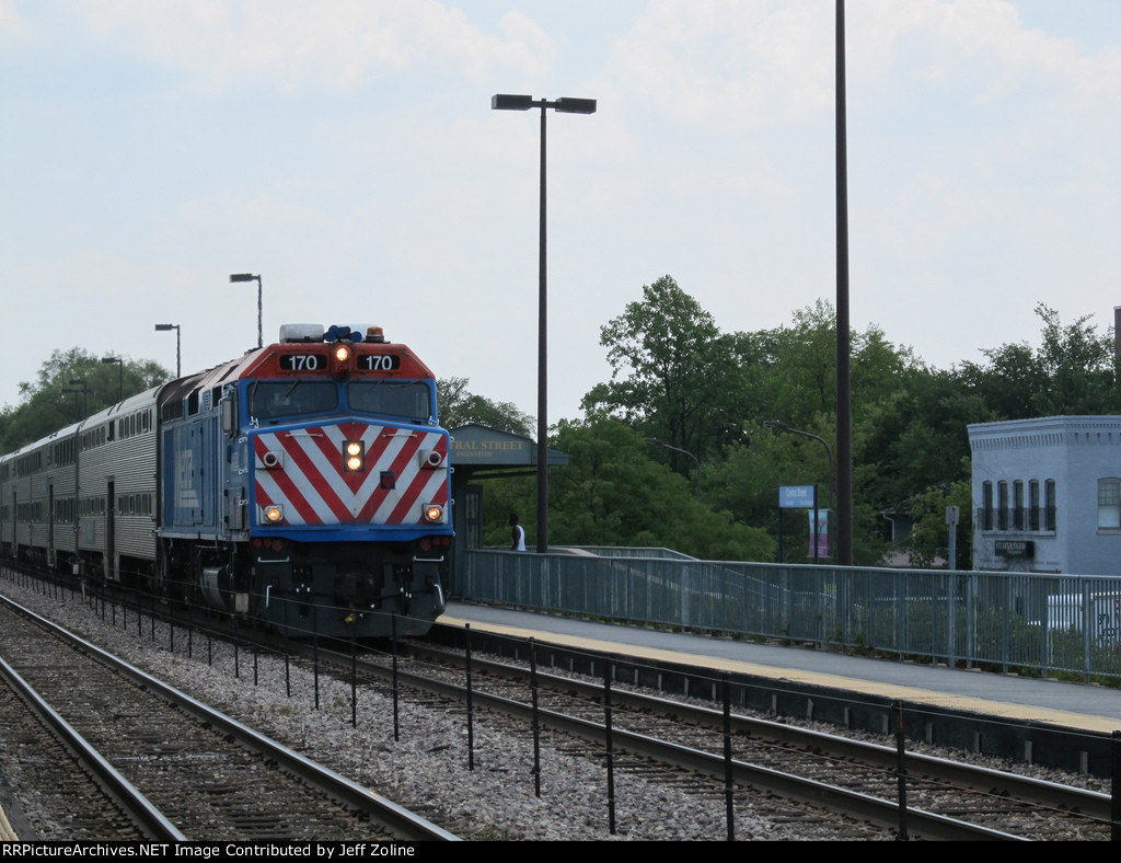 Metra UPN Train at Evanston Central Street
