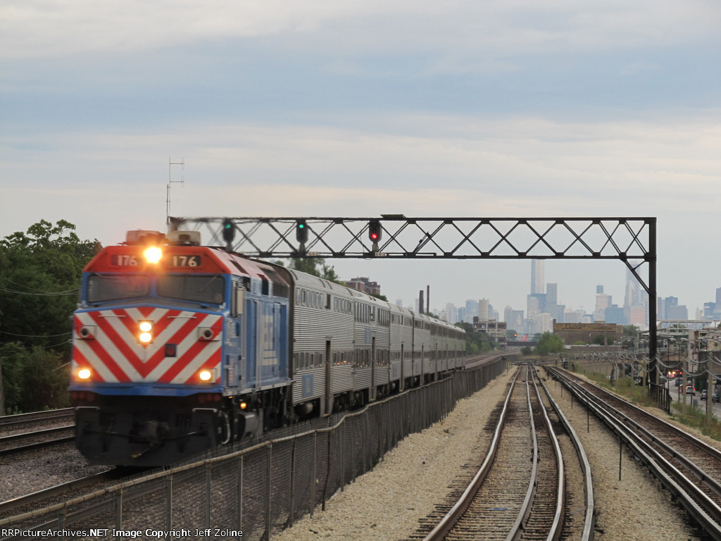 Metra UPW Train speeding through the West Side near Central Avenue