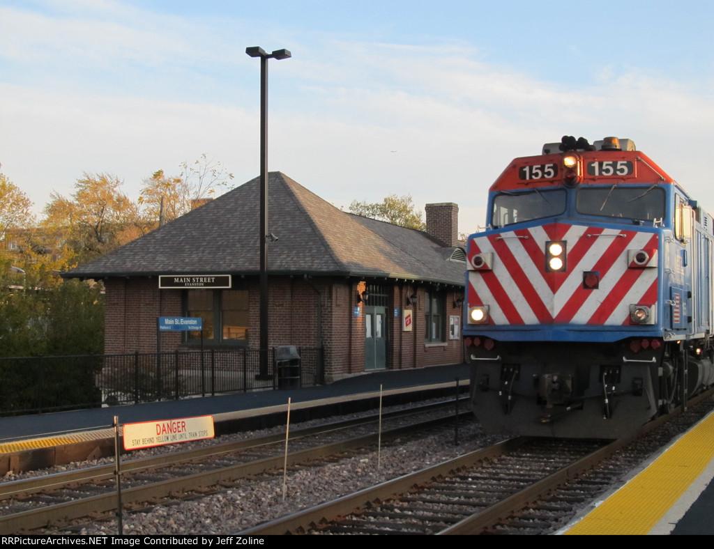 Metra UPN Train at Evanston Main Street