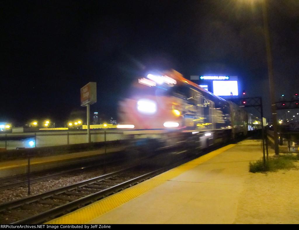 Metra UPN Train Approaching Clybourn