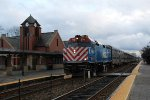 Metra MDN Train at Glenview