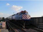 Metra UPN Train at Ravenswood