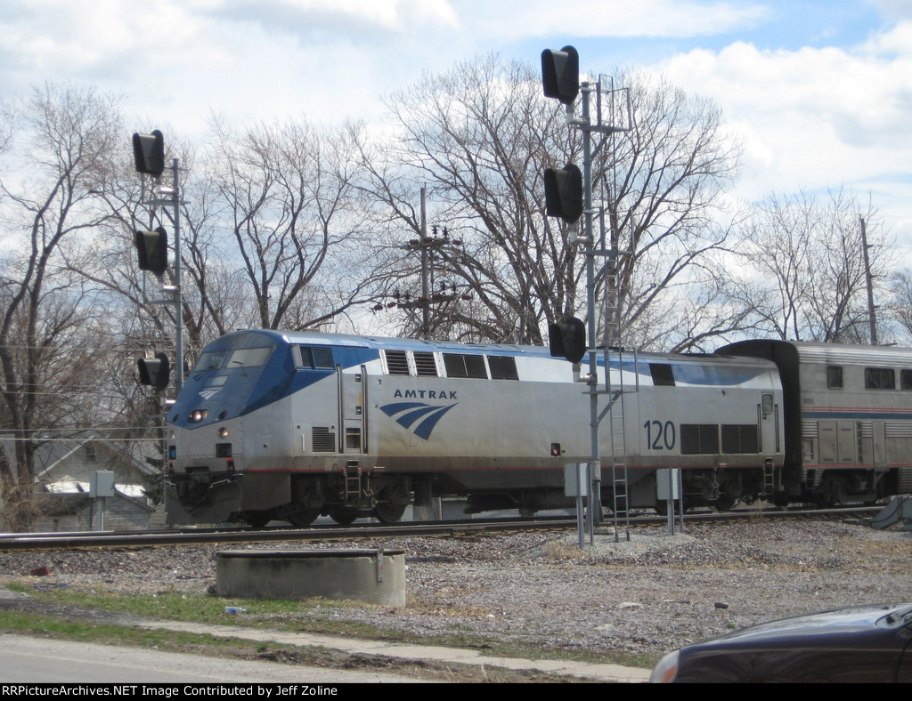 Amtrak Train crossing the Dolton/Chicago border at 138th Street