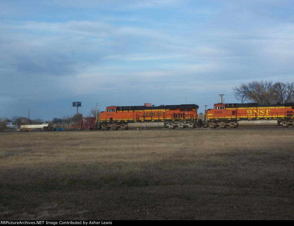 BNSF 6687 & 5508