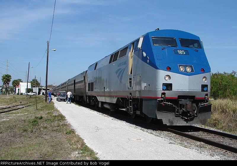 AMTK 185 with train 91 silver Star