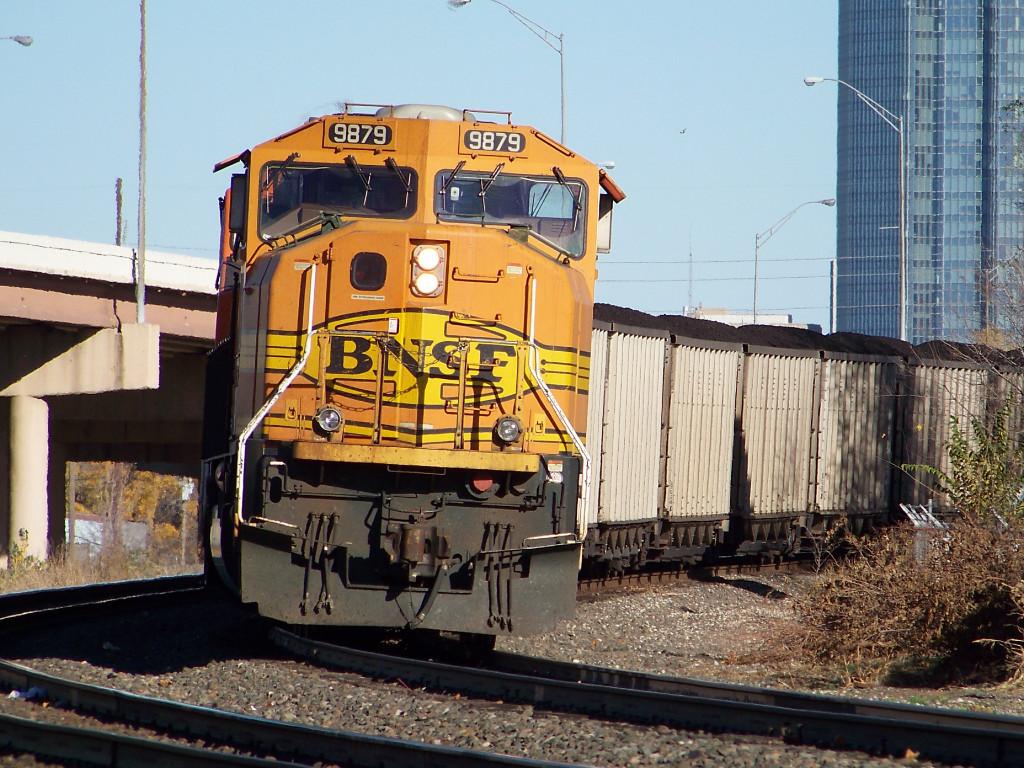 BNSF SD70MAC 9879