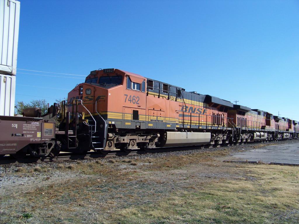 BNSF ES44DC 7462