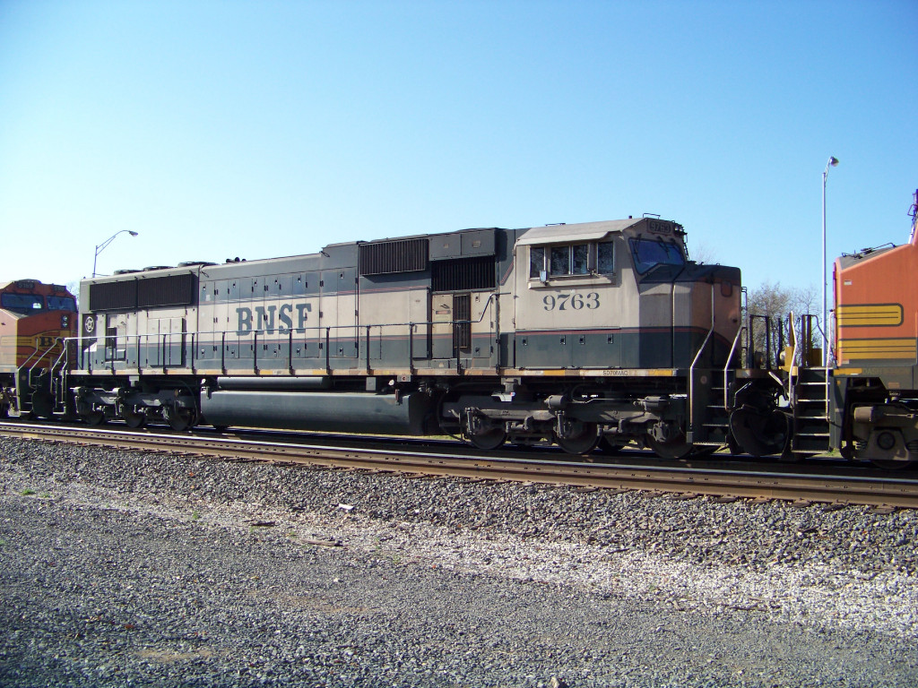 BNSF SD70MAC 9763
