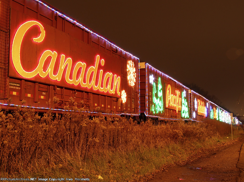 2012 Holiday Train at Kinnear