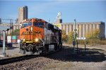 Eastbound intermodal prepares to change crews