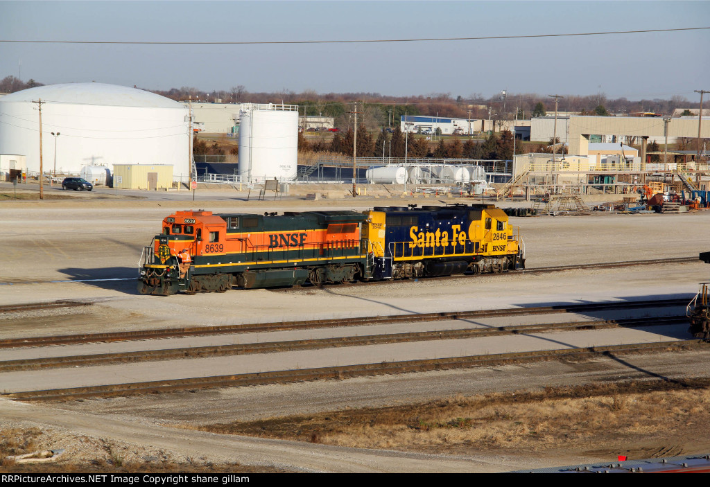 BNSF 8639 and bnsf 2846 work the local out of the yard.