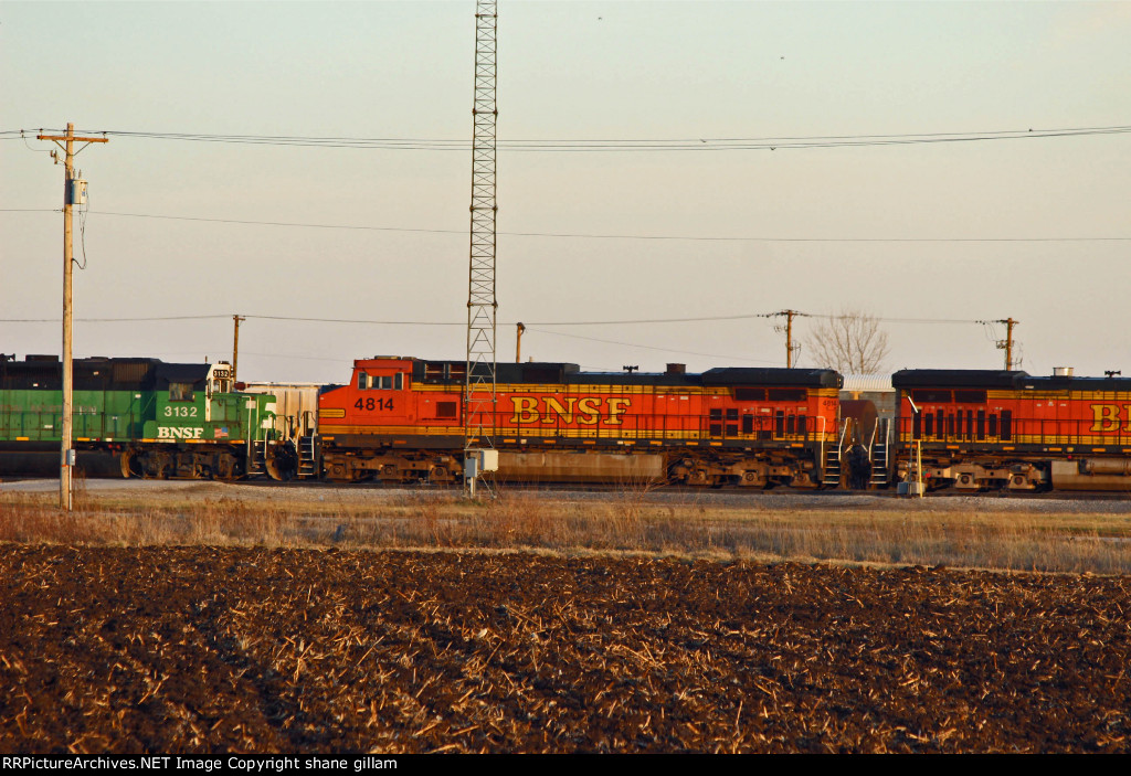 BNSF 3132 Sits with bnsf 4814.