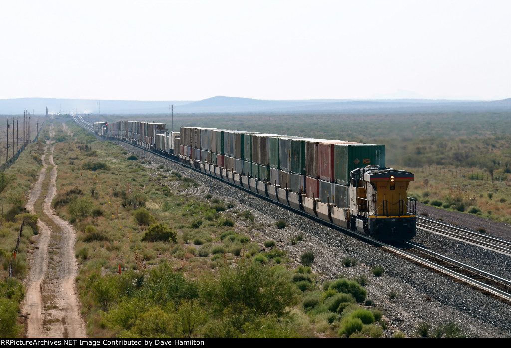 UP AC45CCTE 7775 brings up the rear of an eastbound near Deming, NM.