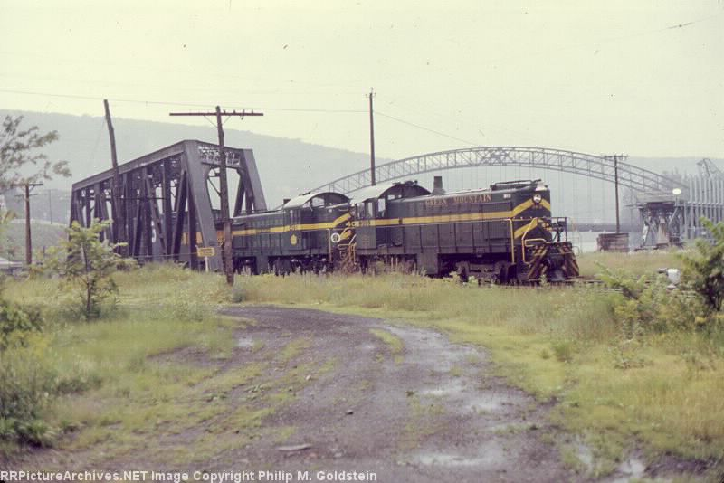 Green Mountain RR #303 [S4] & #405 [RS1]