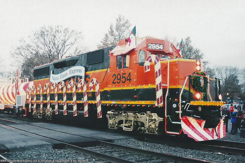 BNSF 2954 eastbound Christmas Train