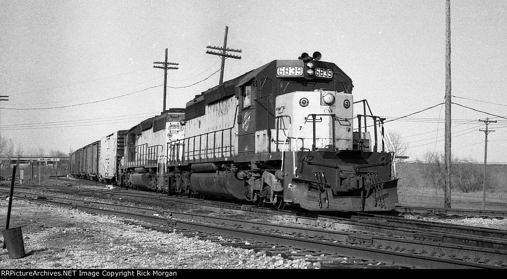 Paired SD40-2s at Air Line Jct