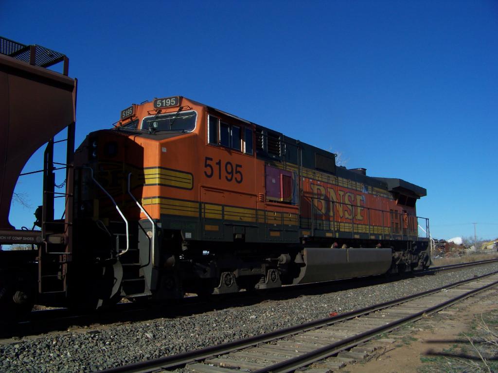 BNSF C44-9W 5195
