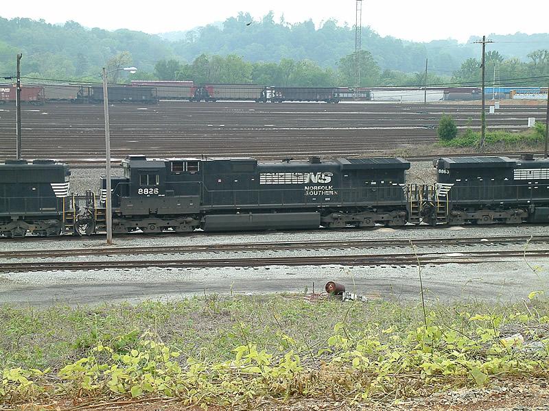 NS 8826 in a sea of yard tracks