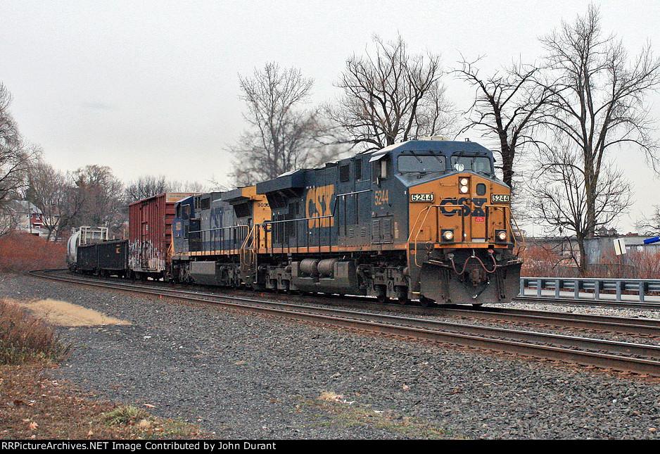CSX 5244 on Q-438