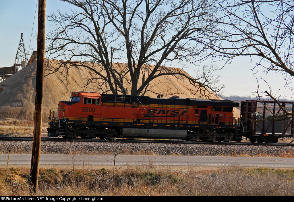 BNSF 5909 Sits in the siding at Old Monroe.