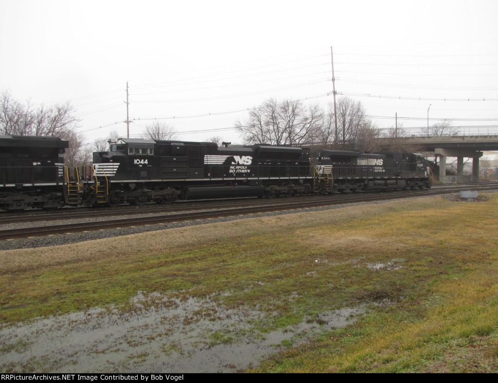 NS 1044