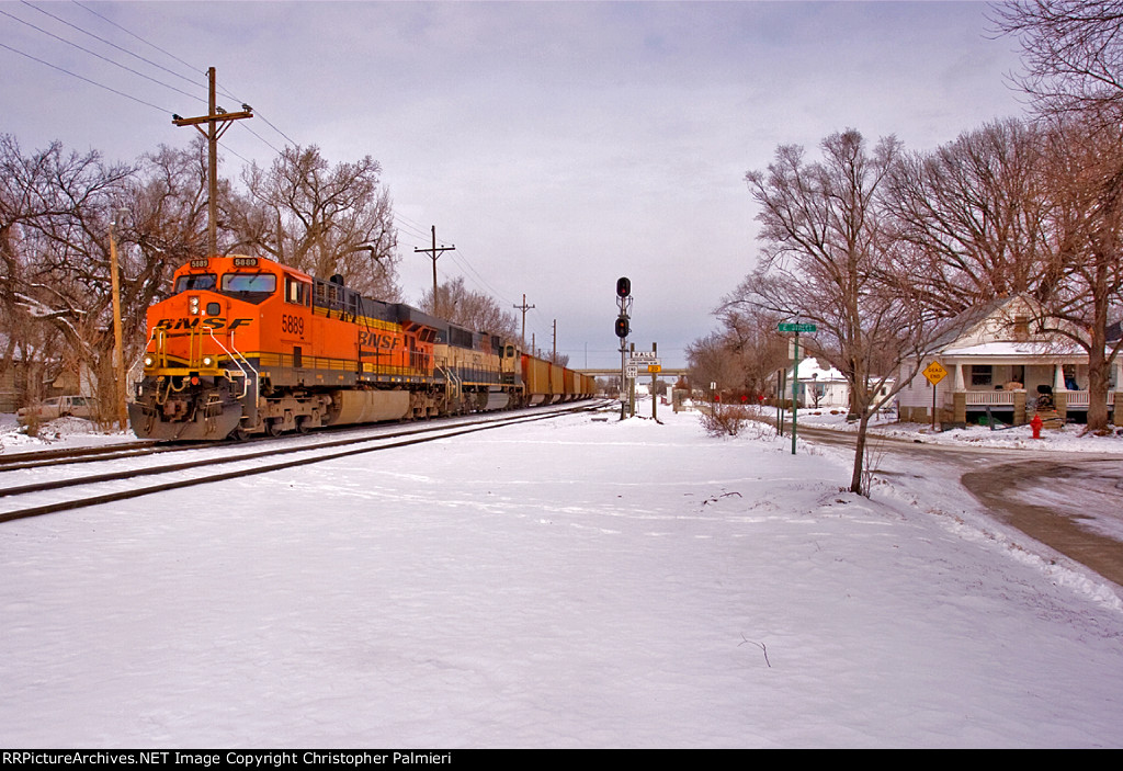 BNSF 5889 Leads C-ATMRRS0-02