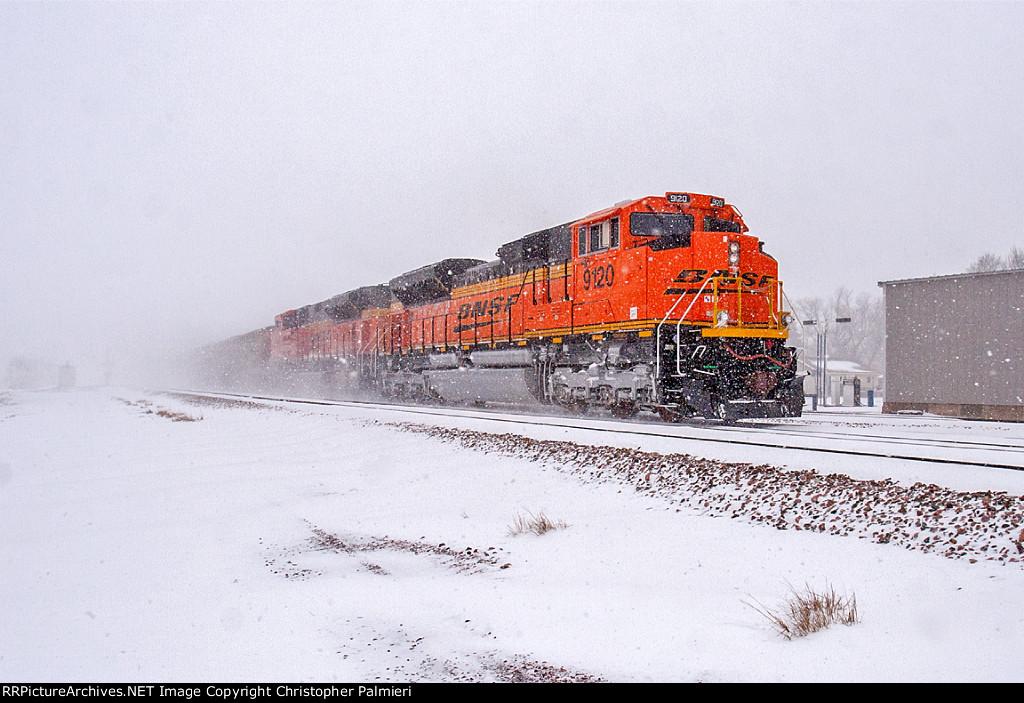 BNSF 9120 Leads C-NAMTHH0-34