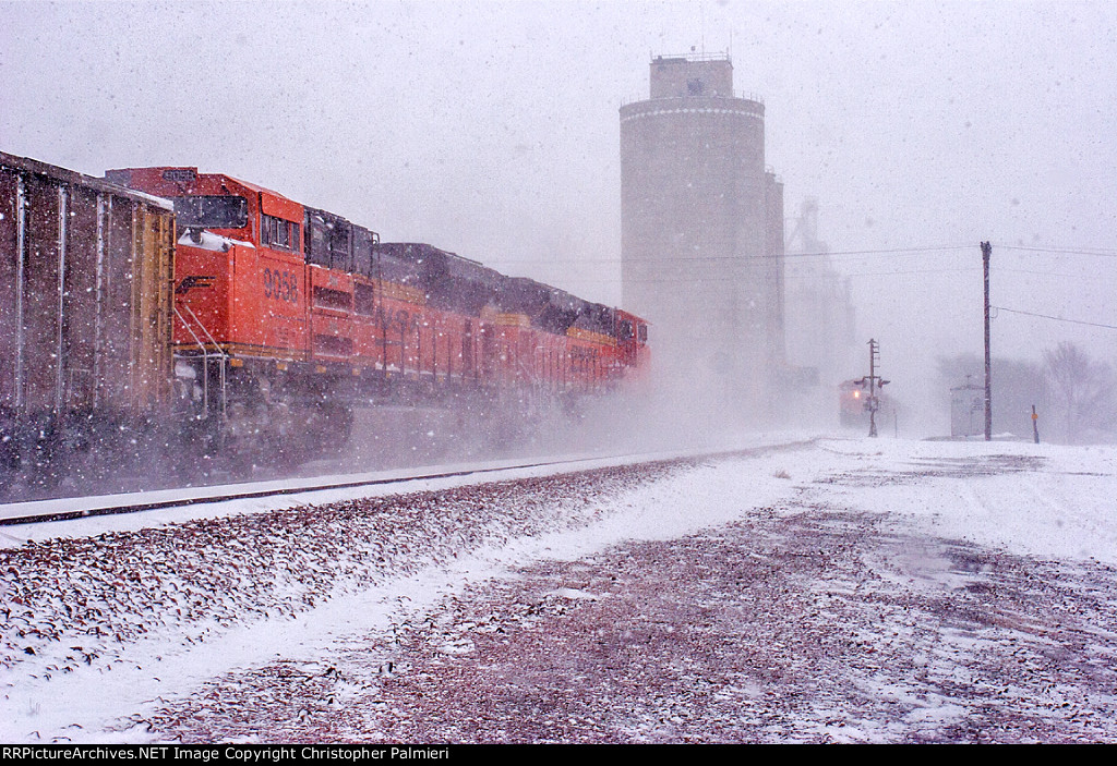 BNSF 9058 and BNSF 9120 Lead C-NAMTHH0-34