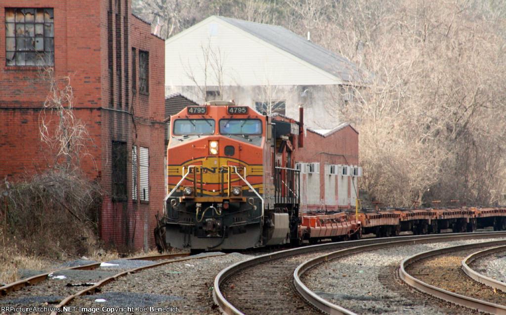 BNSF 4795 on NS 935