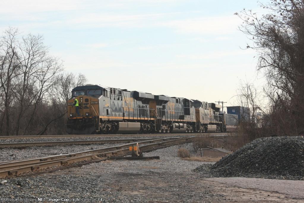 CSX 757 and train Q033
