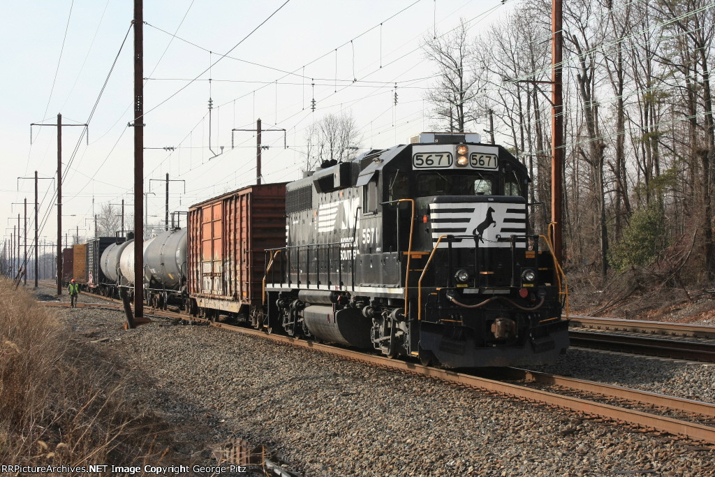 NS local freight H6G at Chesapeake Industrial Park switch