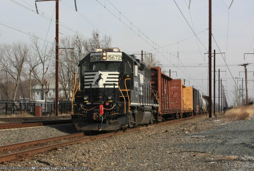 NS 5672 and train H6G