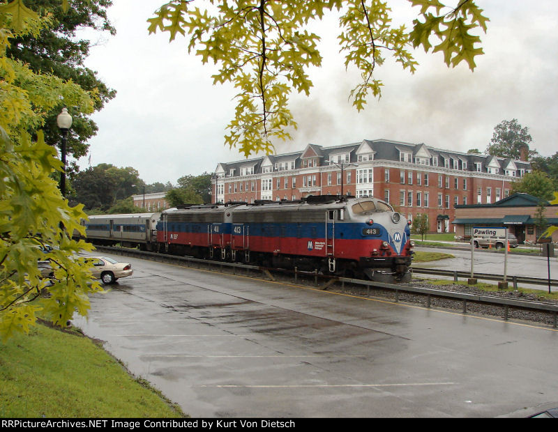 Metro North F10 #413 and  #411 approach Pawling, NY