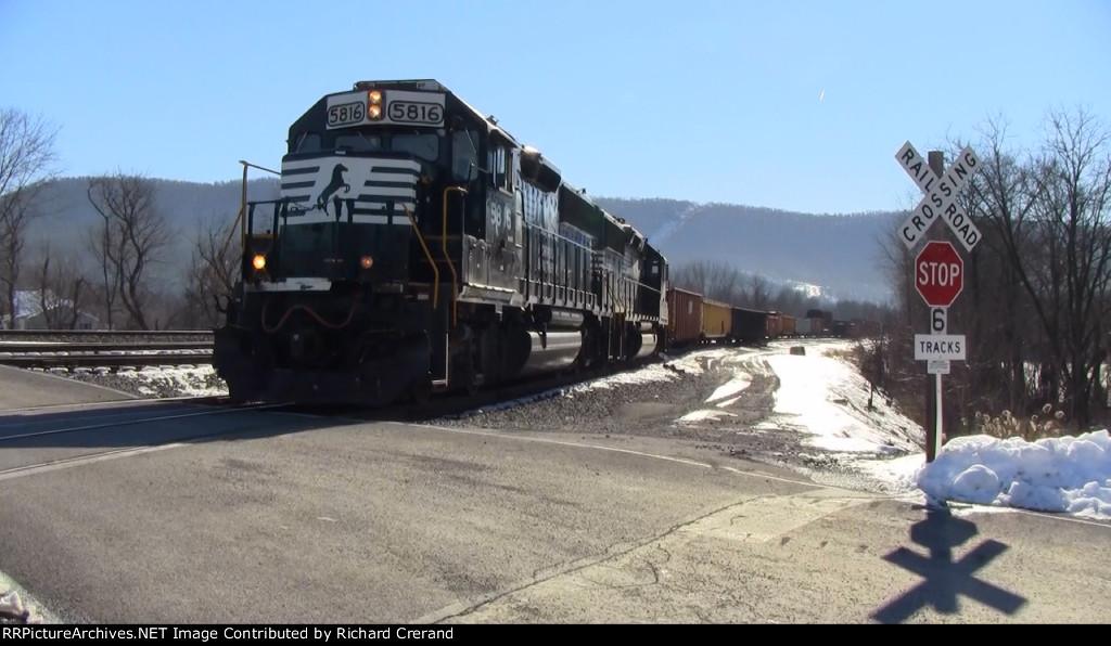 GP38-3s 5816 and 5808