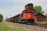 CN 8938 rolls east through Bellevue leading L502