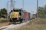 Heading for Paines with 6 cars for the MMRR, Z117 kicks up dust from the fresh ballast