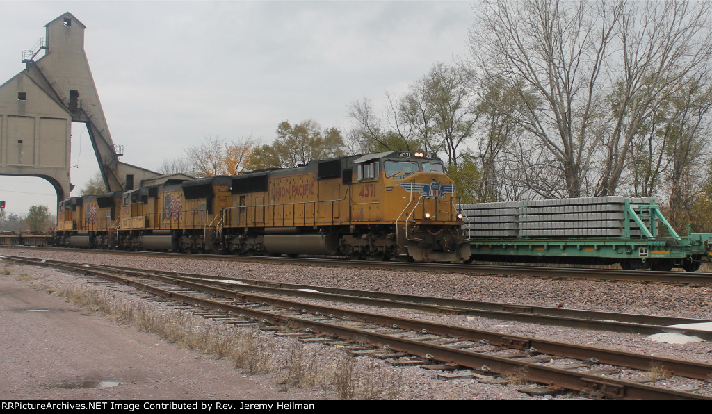 UP 4371 & others (2)