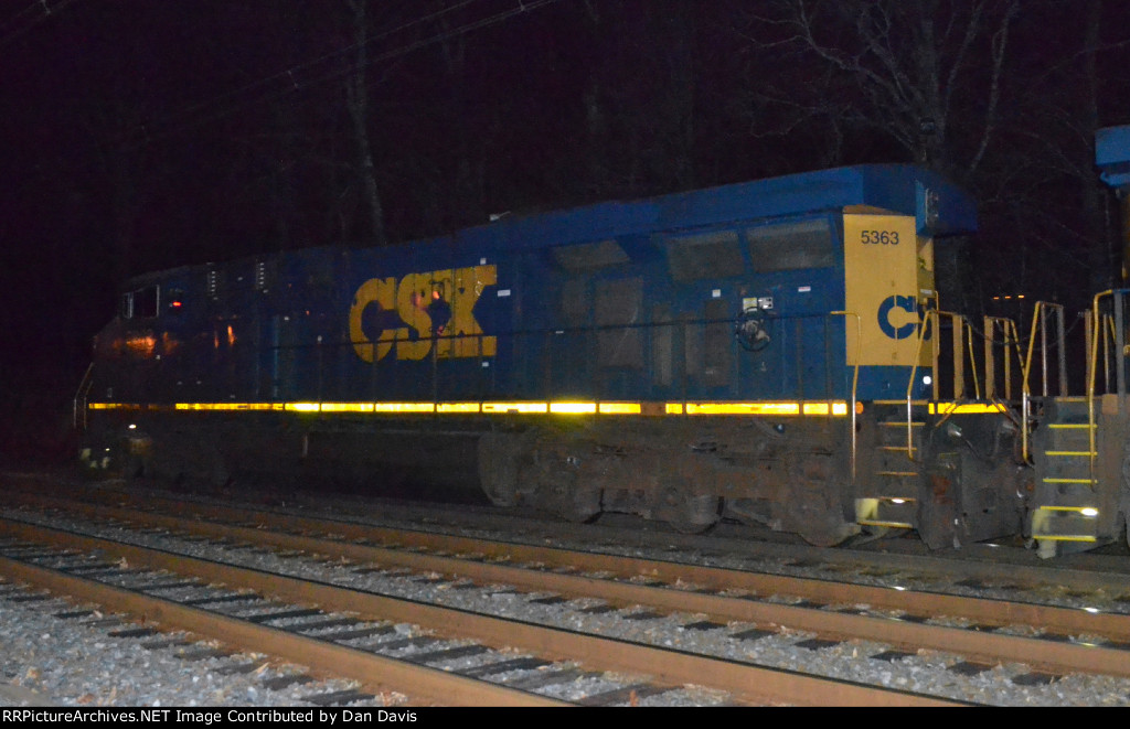 CSX ES40DC 5363 leads Q438-21