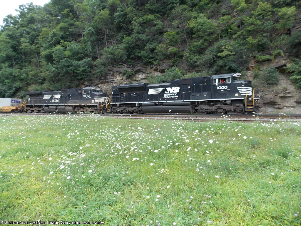 NS 1000, the class leader of NS SD70ACes.