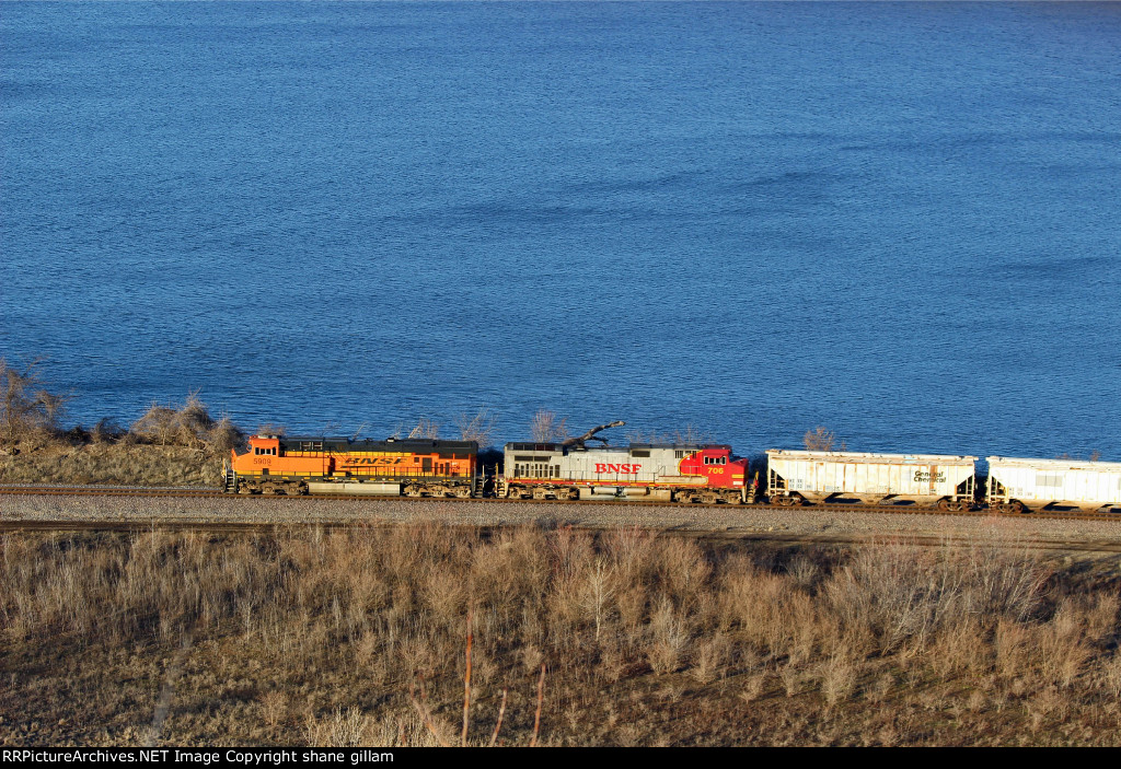 BNSF 5909 Works NB from High Above.