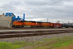 BNSF 8841 Rolls a oil can SB into Wr Tower!