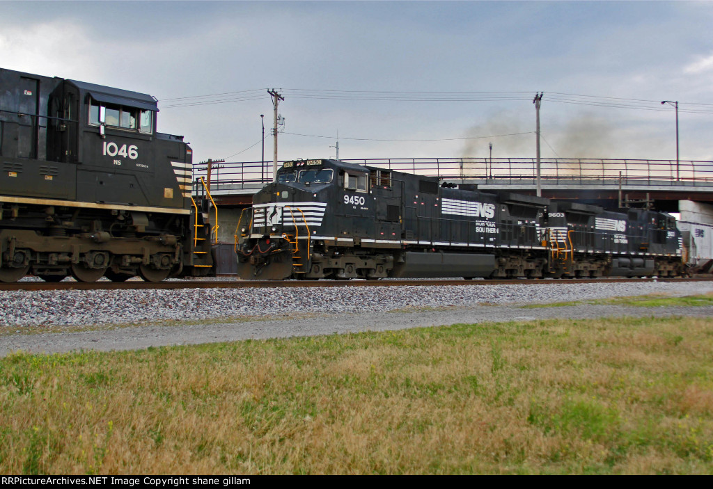 NS 9450 Meets NS 1046 on the NS line.