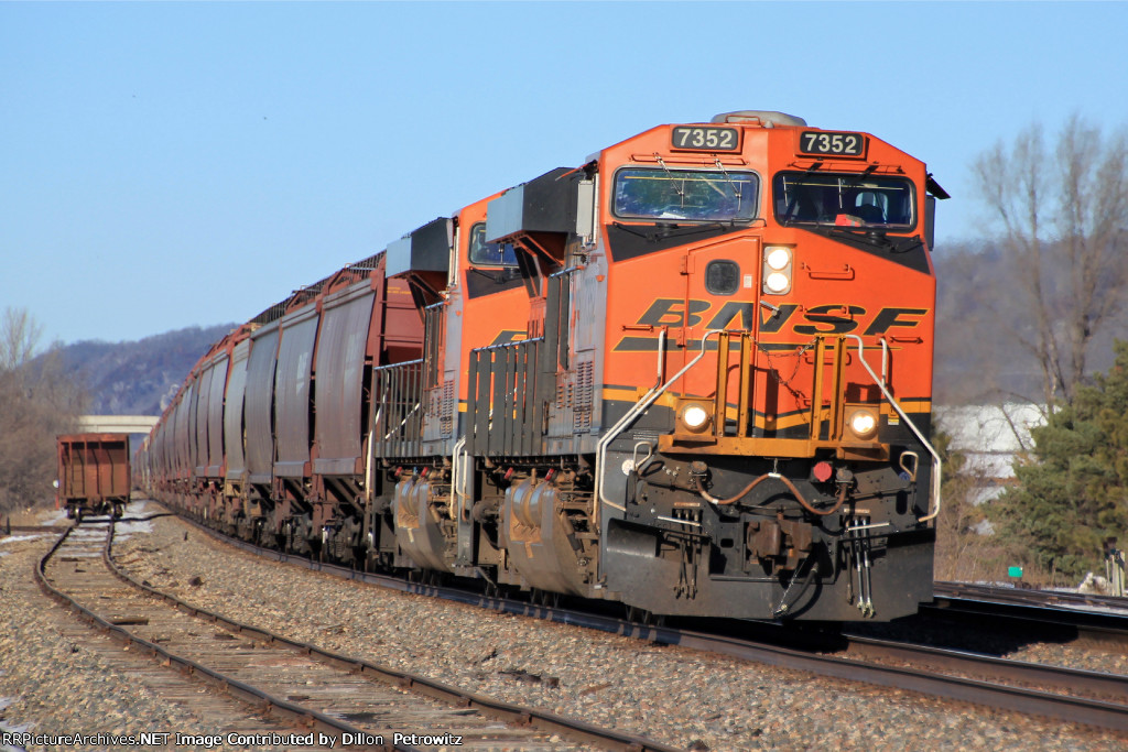 BNSF 7352