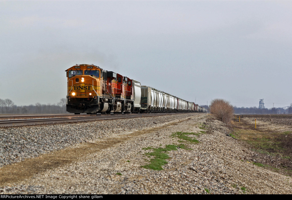 BNSF 8836 takes a Freight Wb down the transcon.