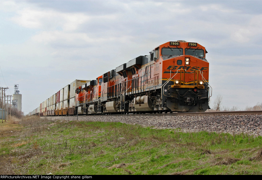 BNSF 7806 Leads a EB stack train.
